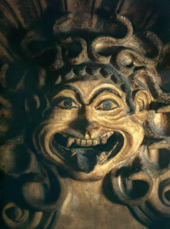 antefissa-in-terracotta-policroma-a-forma-di-gorgone-dal-santuario-di-portonaccio-510-500-a-c-museo-nazionale-etrusco-di-villa-giulia